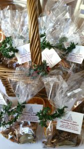 Cinnamon Spice Simmering Potpourri - The perfect hostess gift or stocking stuffer!
